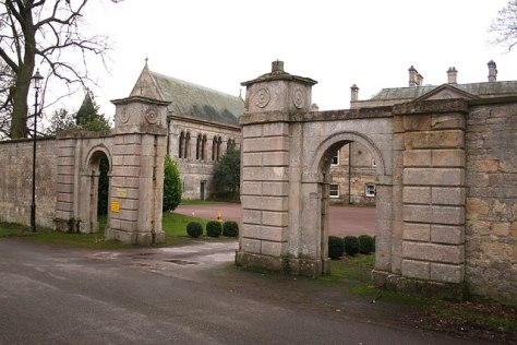 Wellingore Hall Gates (Geograph)