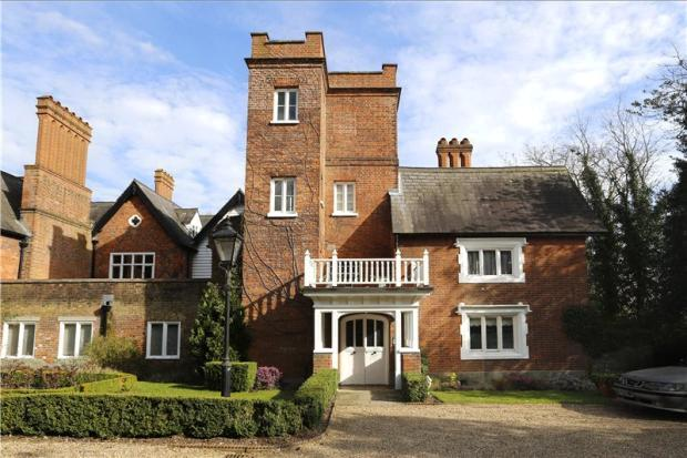 Coombe warren house and heritage for The warren house