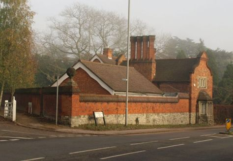 Coombe Warren Lodge (British Listed Buildings)
