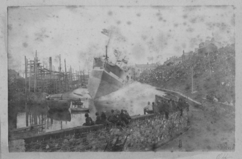 aJohn Ritson's first iron ship Ellenbank being launched broadside at high tide in 1885. (Cumbrianblues.com)