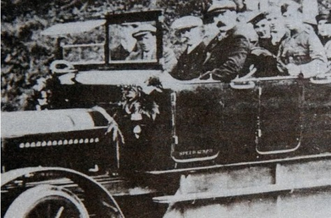 Charabanc party in chain driven Bellhaven (Falkirk Herald 16 May 2013)