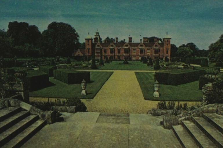 Blickling Hall - Norfolk - Illustrated London News - 1 Oct 1974 (BNA)