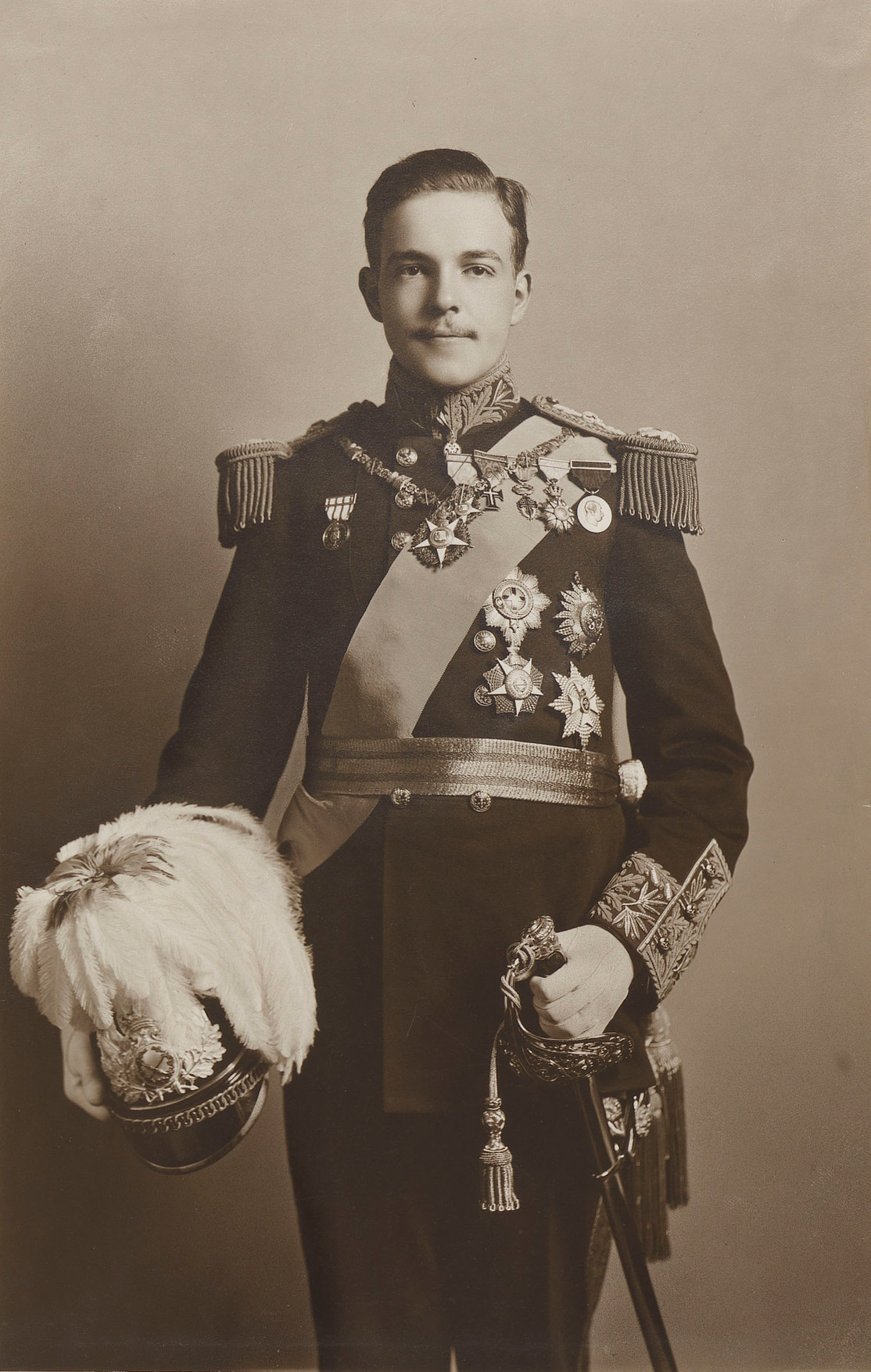 manoel_ii,_king_of_portugal_(nov_1909)